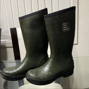 BOGS mens  Boots sizes available 8 & 12